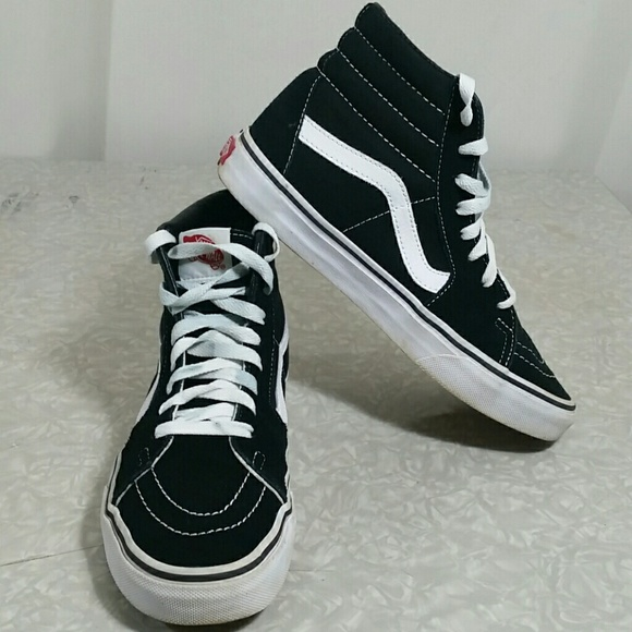 3e9b07082bf3 ... Black and White Sneakers Size 8. M 5bfa0902aa571921c400bd33